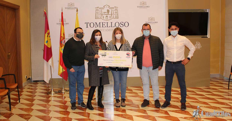 Ayuntamiento de Tomelloso y A.C. Manchathon hacen entrega a Fundación Kirira del cheque de lo recaudado en la edición de 'CorrEnTomelloso2020 Virtual'
