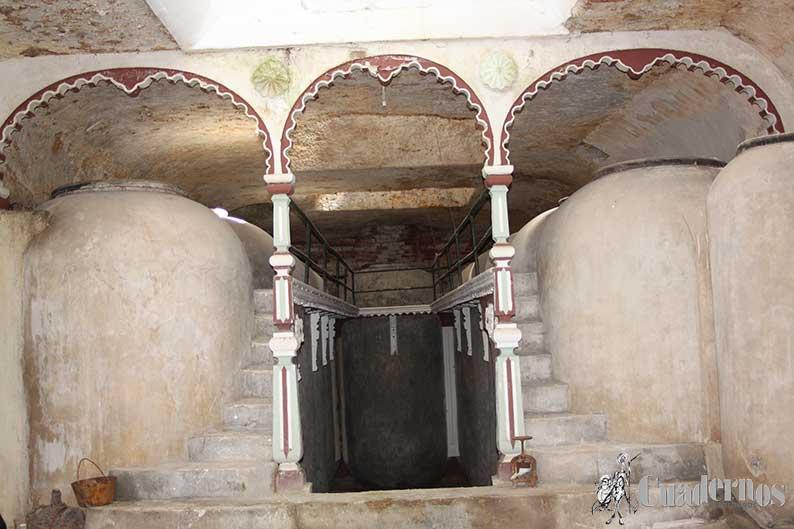 Un estudio de las cuevas de Tomelloso confirma que de las 610 cuevas visitadas desde el año 2003, 200 de ellas solamente cuentan con tinajas de barro, 340 con tinajas de cemento y 70 con ambos tipos de tinajas
