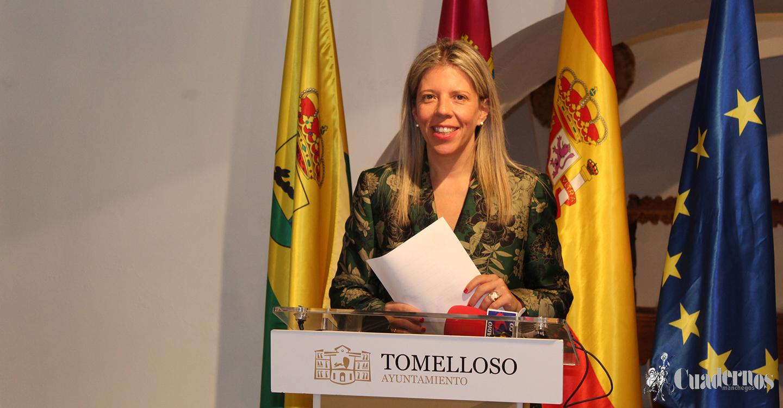 Inmaculada Jiménez inaugura la exposición de la remodelación de la Plaza de España