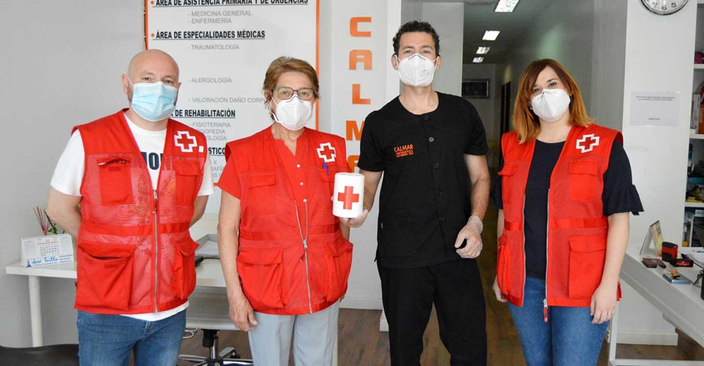 """Fisioterapia Calmar entrega a Cruz Roja el importe recaudado en su """"Jornada Solidaria"""""""
