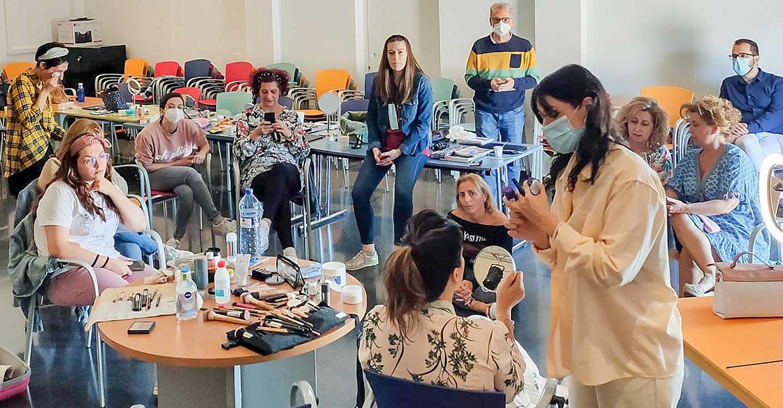 Los grupos de teatro de Tomelloso participan en un taller de caracterización