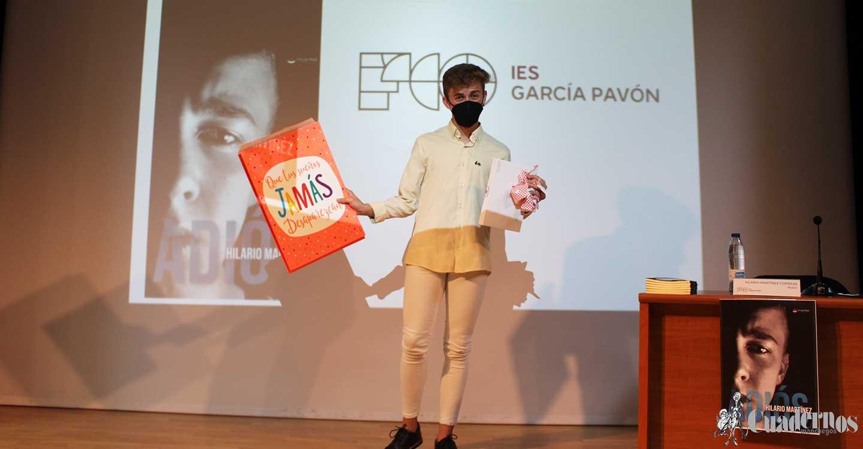 """La novela """"Adiós"""" del joven de 15 años Hilario Martínez Correas ha sido presentada hoy en el I.E.S. Francisco García Pavón"""