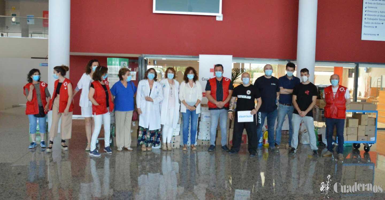 El Hospital de Tomelloso hace entrega a Cruz Roja el conjunto de productos alimenticios recogidos gracias a la solidaridad del pueblo de Tomelloso durante el periodo de pandemia
