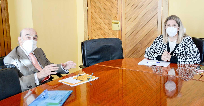 La alcaldesa de Tomelloso, Inmaculada Jiménez, se reúne con el presidente de la cooperativa Virgen de las Viñas