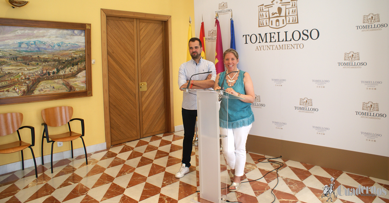 Inmaculada Jiménez anuncia que el concierto de Rosario Flores se celebrará en el recinto ferial el día 27 de julio