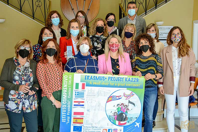 La alcaldesa de Tomelloso da la bienvenida a docentes europeos que trabajan en un proyecto Erasmus con la música como nexo común