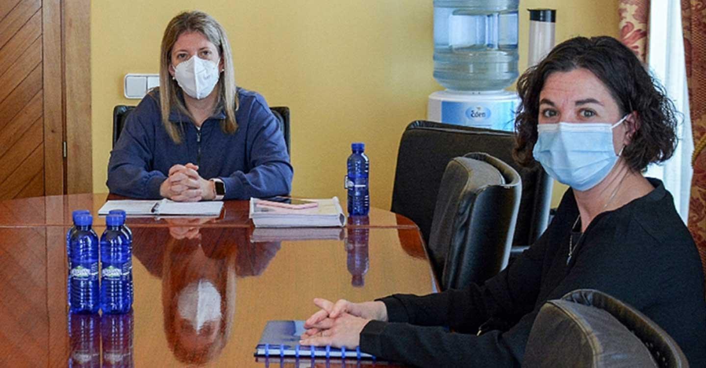 La alcaldesa y la Coordinadora por la Sanidad Publica, tras su reunión de ayer, valoran positivamente la continuidad de Ramón Calatrava como jefe de Traumatología