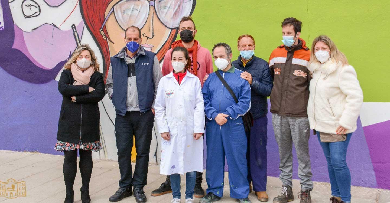 """Inmaculada Jiménez visita el mural con el que se visualizará, con motivo del 8 de Marzo, el """"imprescindible"""" papel de la mujer"""