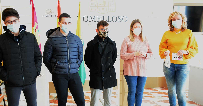 La alcaldesa de Tomelloso recibe a los alumnos organizadores del sorteo de la Cesta Solidaria Airén