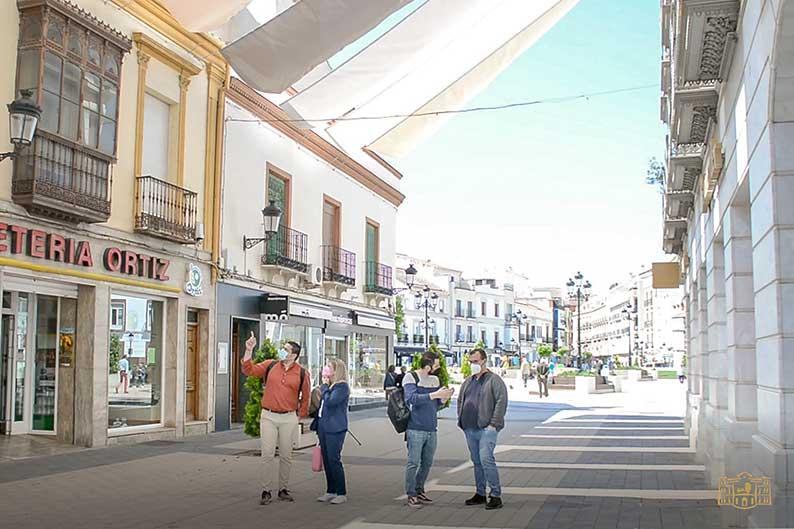 En marcha los trabajos para la instalación de nuevos toldos en el centro de Tomelloso