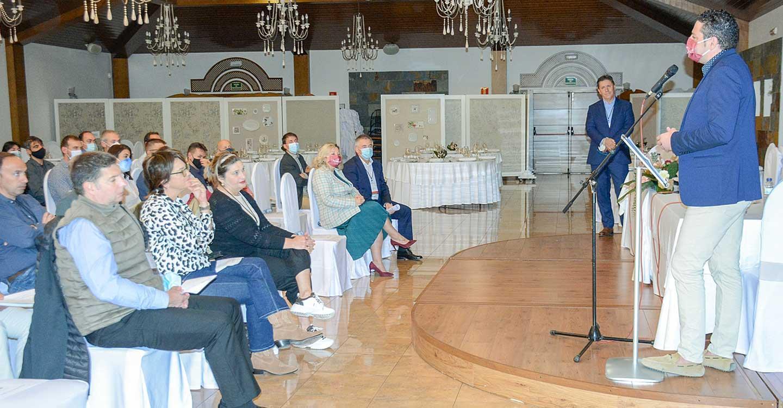 Iván Rodrigo da la bienvenida al grupo GAES que ha celebrado su convención anual en Tomelloso