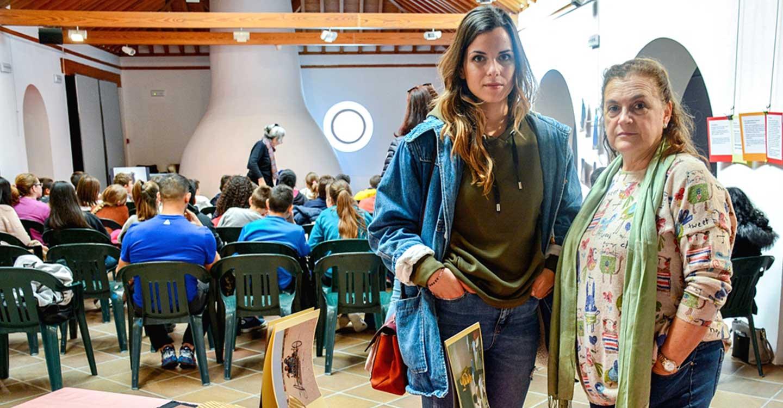 Julia Díaz protagoniza una actividad de animación a la lectura en la Biblioteca de Tomelloso