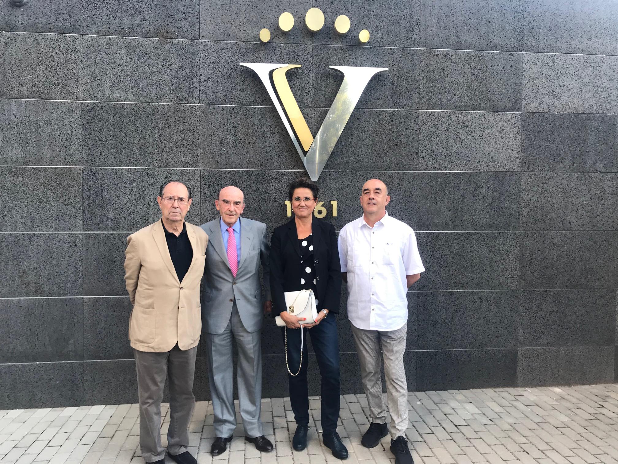 La Cooperativa Virgen de las Viñas Bodega y Almazara de Tomelloso adjudica sus premios de pintura y escultura del XVIII Certamen Cultural