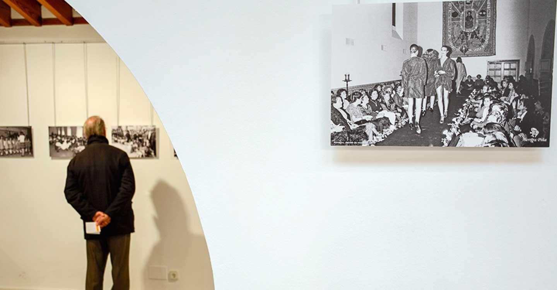 La mujer en la fotografía de Herrera Piña, en la Posada de los Portales de Tomelloso hasta el día 24