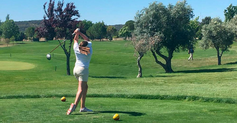 La tomellosera Lucía Salinas consigue el título de campeona femenina de Castilla La Mancha de golf