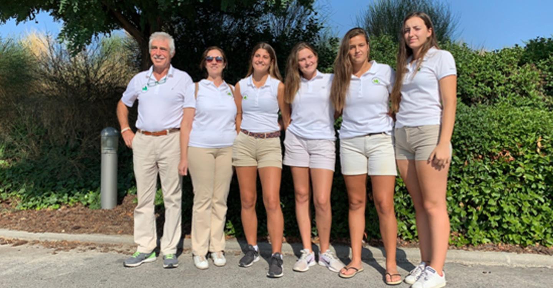 Lucía Salinas y Sara Moreno jugadoras de golf de Tomelloso e integrantes del equipo de Castilla La Mancha han participado en la consecución del quinto puesto en el Campeonato de España de Federaciones Autonómicas Sub 18 Femenino de 2ª División.