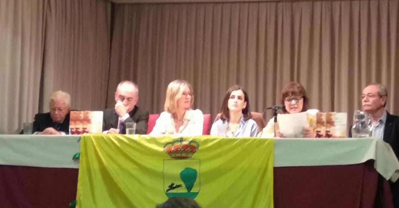 La escritora de Tomelloso María Teresa Lozano presentó su nuevo libro de poesía