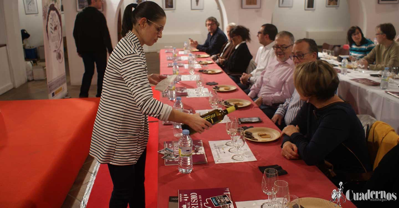 Maridaje de Vino y Chocolate ha sido presentado hoy en Tomelloso por la C.R.D.O. La Mancha a través de su Director de Certificación de Calidad, Óscar Dotor Sánchez y acompañado del Técnico en Viticultura y Sumiller Félix Delgado