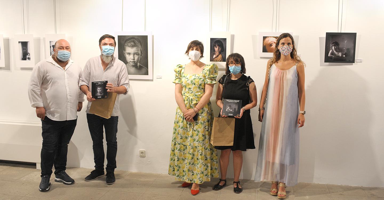 Las obras finalistas de la I Edición del Premio Nacional de Retrato Fotográfico Francisco Chacón ya pueden verse en el Centro Cultural de La Posada de Los Portales de Tomelloso