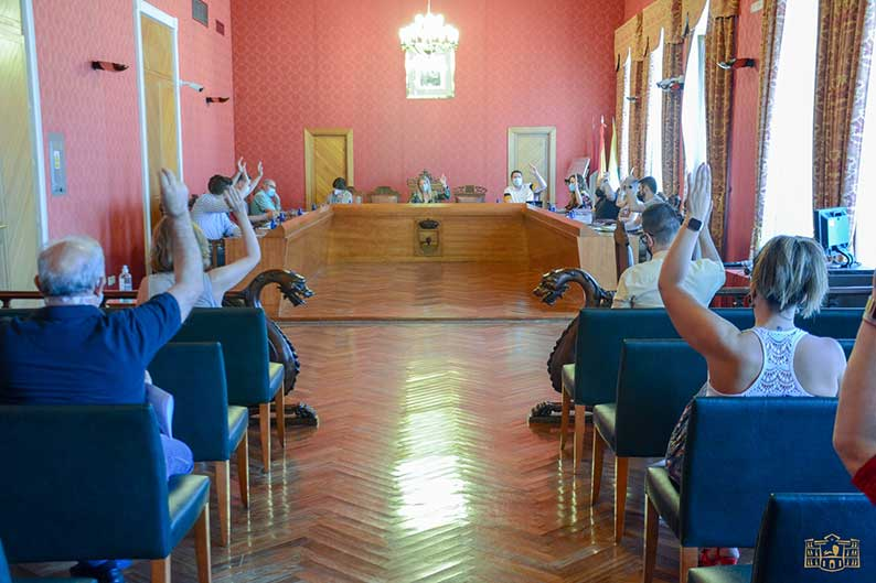El pleno municipal aprueba dos modificaciones de crédito por importe total de cerca de 370.00 euros