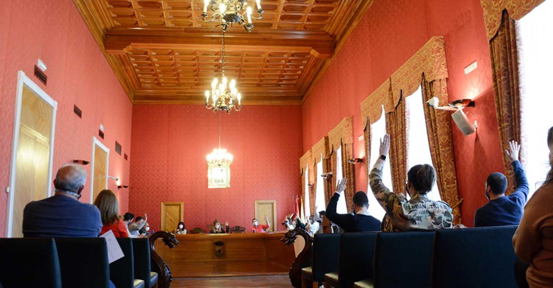 El pleno celebrado en el Ayuntamiento de Tomelloso aprueba modificaciones del Inventario Municipal y la cesión de un solar a Fundación Cadisla