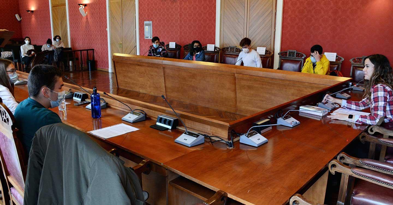 El pleno escolar celebrado en el Ayuntamiento de Tomelloso por el Día de la Constitución pone el acento en el artículo 48