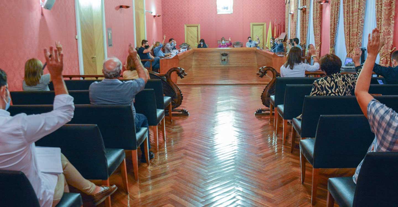 El Pleno Municipal aprueba los nombramientos de Hijo Predilecto de Blas Camacho Zancada y Dionisio Cañas