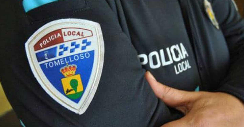 La policía local de Tomelloso desaloja a una treintena de jóvenes en la vía pública por incumplimiento de las restricciones sanitarias