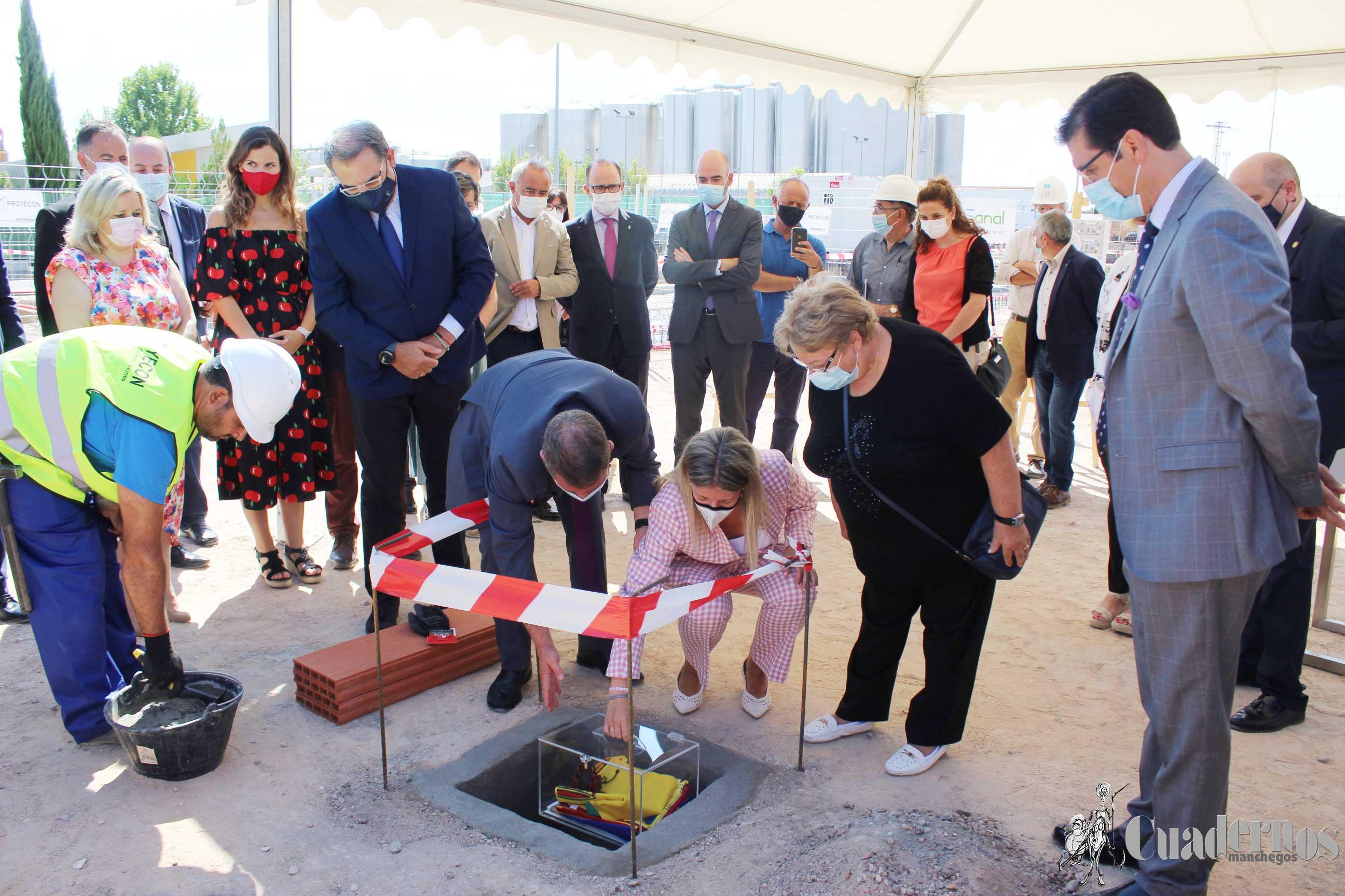 Emiliano García-Page ha presidido hoy el acto simbólico de colocación de la primera piedra del Centro de Salud 1 de Tomelloso