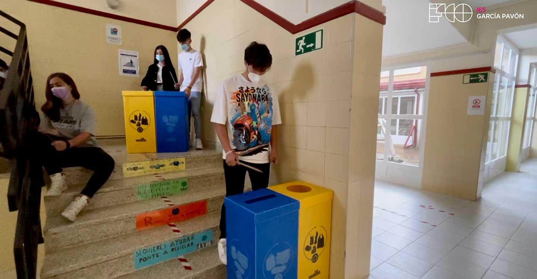 El IES García Pavón de Tomelloso conmemora el Día del Medio Ambiente con una campaña de reciclaje