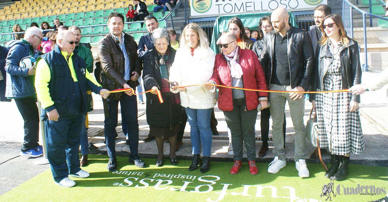 Un partido de fútbol entre veteranos del Atlético Tomelloso y el Villarrobledo como celebración a la inauguración oficial del campo municipal Paco Gálvez