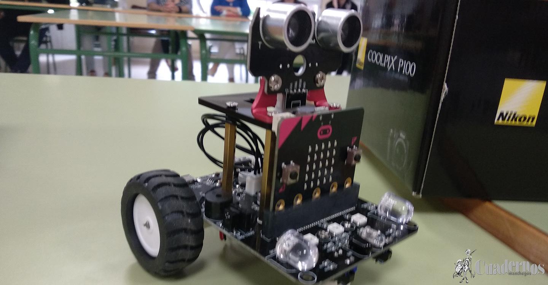 El Instituto de Enseñanza Secundaria Francisco García Pavón ha valorado como un éxito el II Curso-Taller de Iniciación a la Robótica y programación con Scratch y Microbit, celebrado en el mes de marzo.