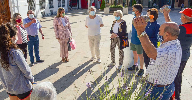 El Centro de Servicios Sociales de Tomelloso programa 'Senderismo Urbano y Mantenimiento Físico' al aire libre para que los mayores se sientan activos