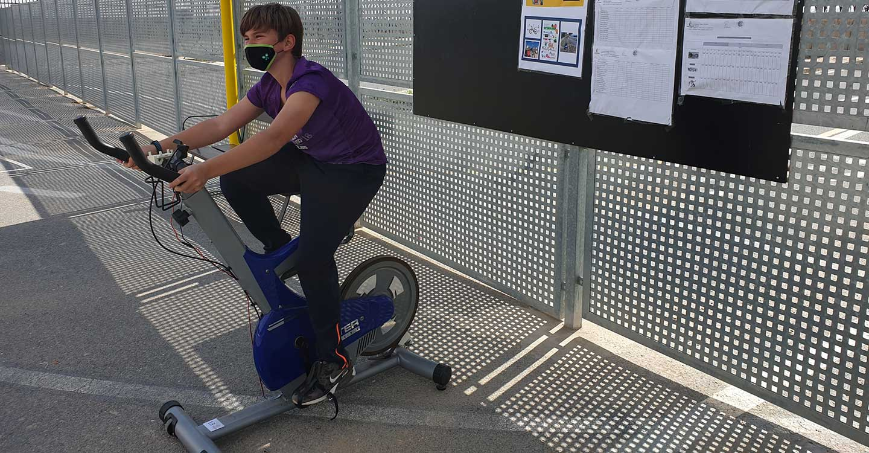 """¿Qué podemos hacer con una bici de spinning en el cole?: """"Kilómetros de salud, cultura y ciencia"""