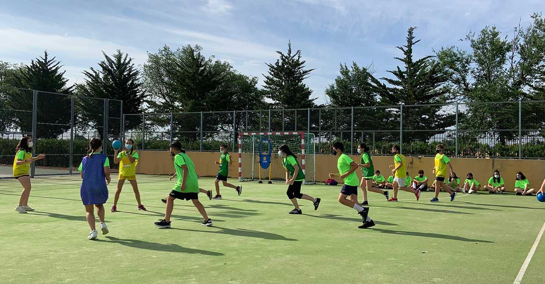 Nace STIKBOMBALL, un nuevo deporte alternativo creado en Tomelloso por Carmelo Juan Trapero