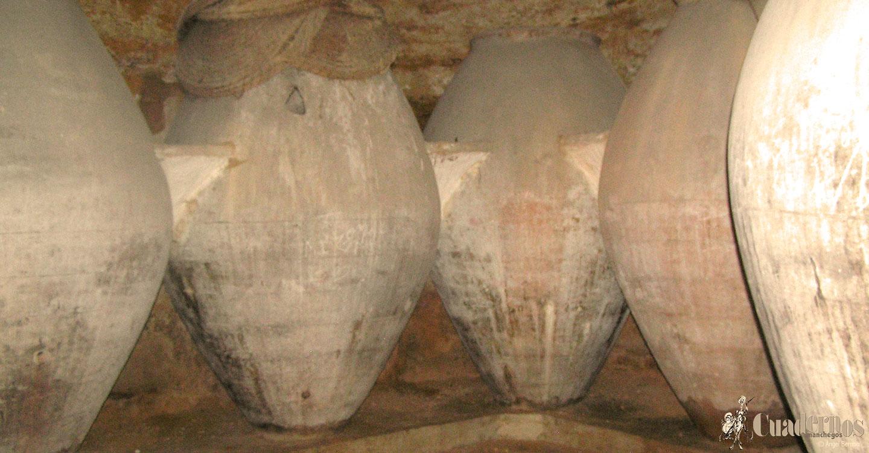 Los tomelloseros sabían dónde cavar y dónde ir ampliando el hueco que posteriormente se convertiría en el espacio para poder permitir la ubicación de las tinajas