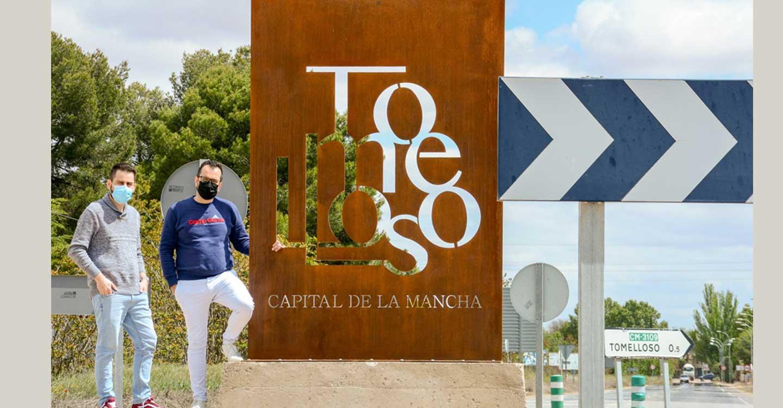 """Tomelloso da la bienvenida a la """"Capital de La Mancha"""" en una rotonda de la A-43"""
