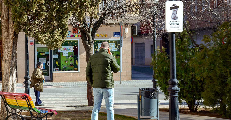 """El Ayuntamiento sigue sensibilizando con la campaña """"Tomelloso Limpio"""" que ya supera las 30 señales instaladas"""