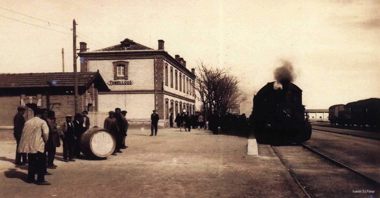 El tren con su temblor de hierros que perdimos los pueblos.