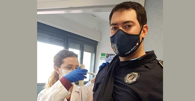 Policías locales de Tomelloso, Argamasilla de Alba y Socuéllamos reciben la primera dosis de la vacuna frente a la COVID-19