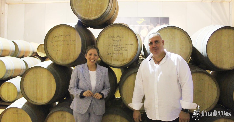 Inmaculada Jiménez muestra su apoyo a Vinícola de Tomelloso en la tradicional visita de vendimia