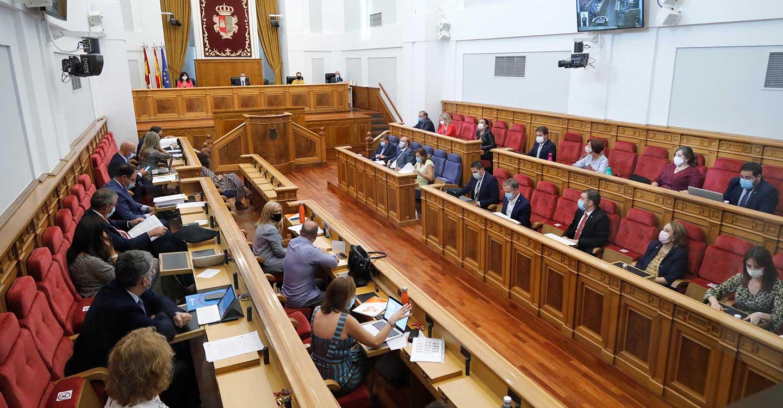 Aprobada la reforma en las Cortes de Castilla-La Mancha para celebrar plenos por videoconferencia y ampliar los casos de voto telemático