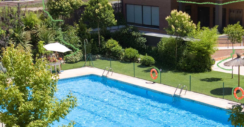 Cerca de colegios, zonas verdes y con piscina, así es la casa ideal de los castellanomanchegos, según LACOOOP