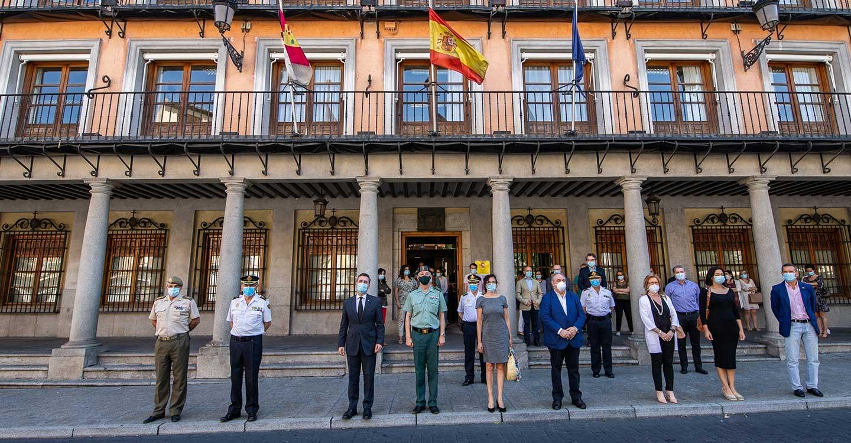 El delegado del Gobierno en Castilla-La Mancha guarda un minuto de silencio en recuerdo y homenaje a las víctimas de la COVID-19