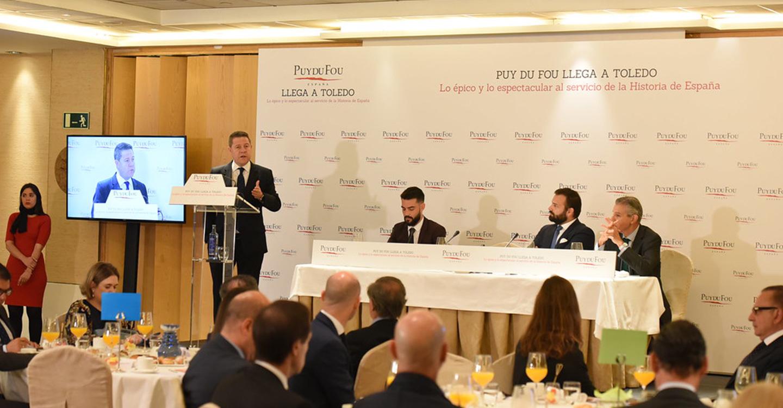 El presidente de Castilla-La Mancha subraya el potencial del futuro parque temático Puy du Fou España como generador de empleo y riqueza