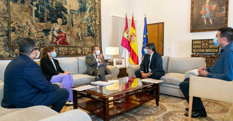 El Gobierno de Castilla-La Mancha garantiza la protección sanitaria de los casi 16.000 profesionales sociosanitarios de las residencias de mayores