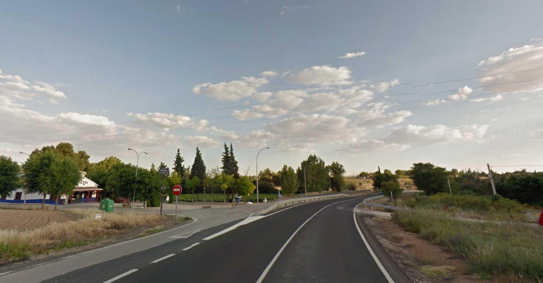 La Junta firma los contratos para la ejecución de dos glorietas en Valdepeñas y Camarena