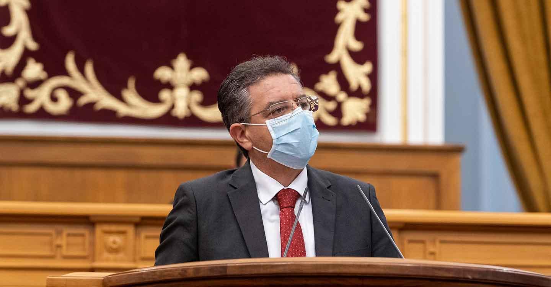 Moreno lamenta que la Ley llega `tarde´ y advierte que la región no puede permitirse que nuestros sanitarios tengan que protegerse de nuevo con bolsas de basura