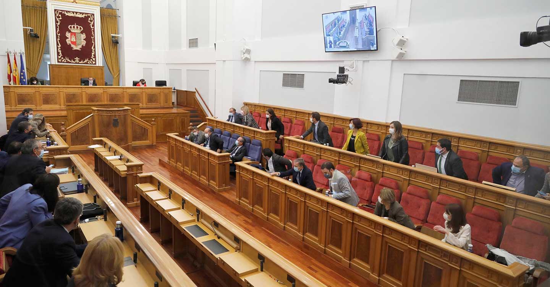 El Pleno en las Cortes de CLM da luz verde al 'techo de gasto' para los Presupuestos de 2021 y a redactar una ley sobre ocupación ilegal de viviendas