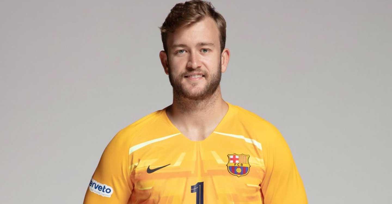 El portero de la selección española de balonmano, Gonzalo Pérez de Vargas, apadrina la campaña 'Mueve-T' del Gobierno regional